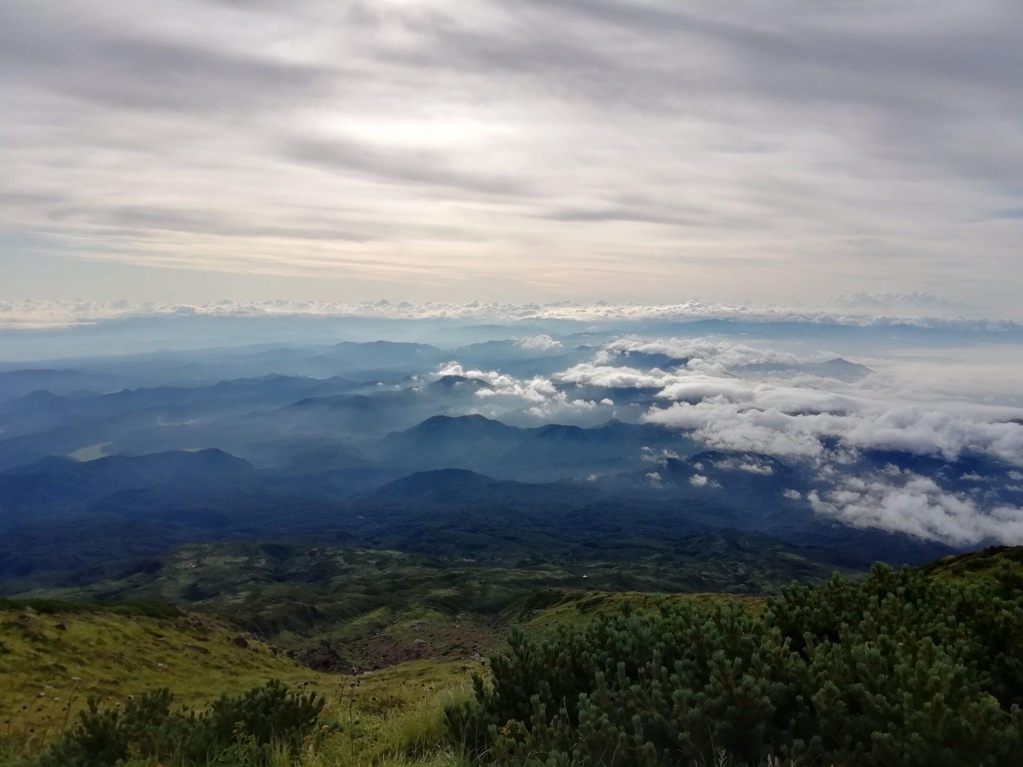 鳥海山山頂からの眺め